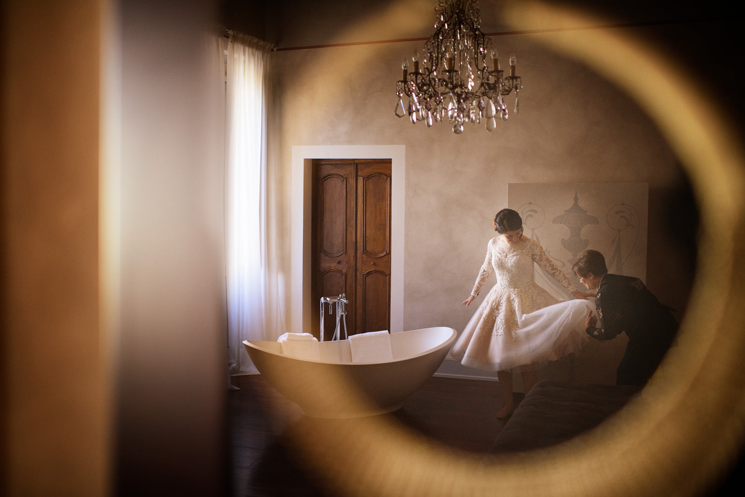 wedding reflection. Italian wedding photographer