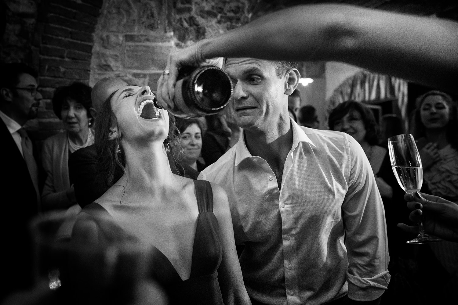 Funny wedding dance. Italian Photographer