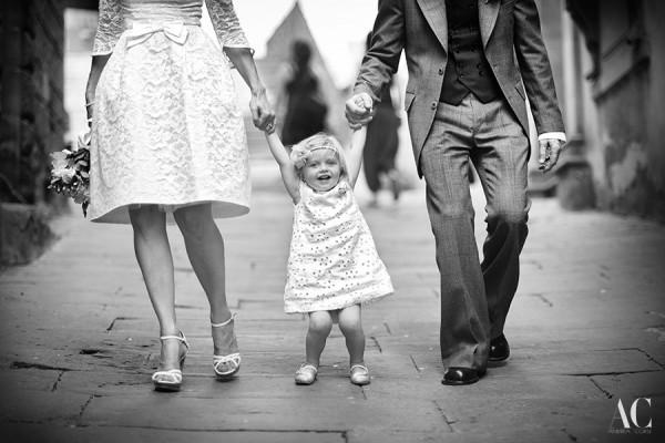 Intimate wedding in Cortona, Tuscany. A wonderful Family: Nigel & Vikki and little child Aida.
