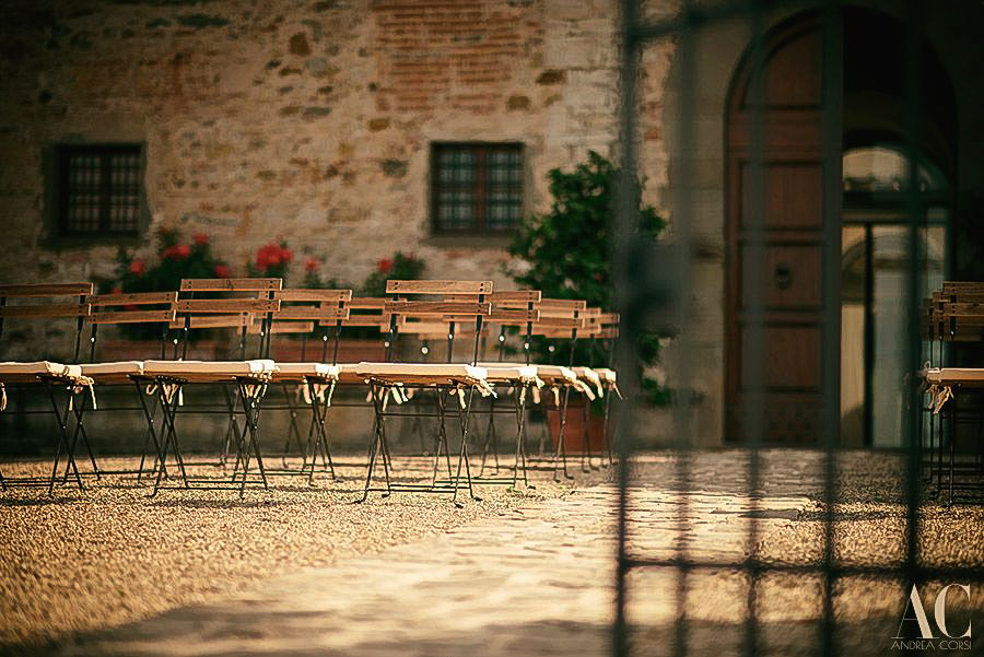 Intimate wedding in Tuscany castle