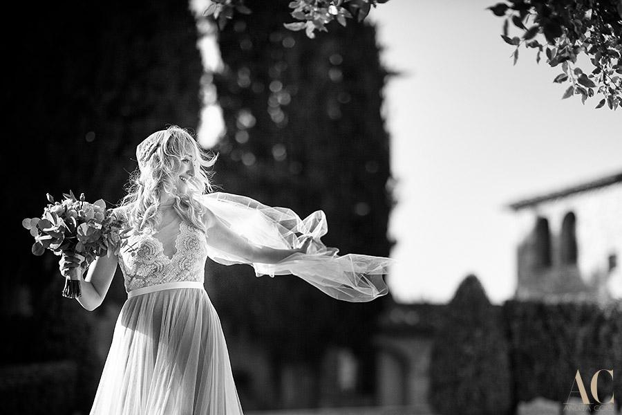 Elopement Wedding Photographer in Castellina in Chianti, Siena, Castello la Leccia: Danielle and Adam get married. Andrea Corsi italian destination wedding photographer.