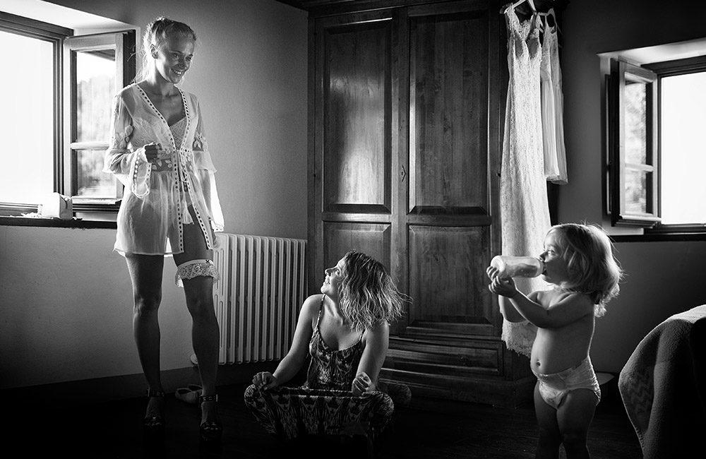 WEdding Photojournalism in Tuscany. Candid wedding photo