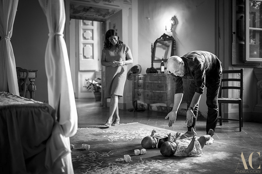 Kids & Family photographer in Italy. Castello di Meleto. Andrea Corsi italian photographer