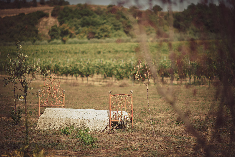 Wedding in Monte Follonico, Siena (Italy) countryside. Bed in field. Andrea Corsi wedding photographer, Tuscany.