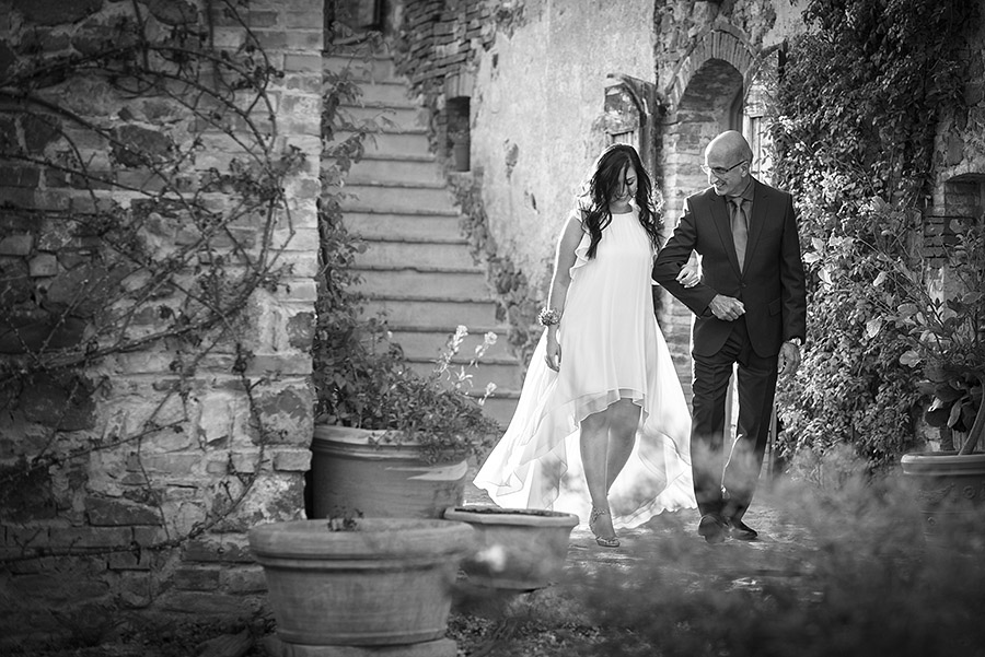 Wedding in Monte Follonico, Siena (Italy) countryside. Andrea Corsi wedding photographer, Tuscany.