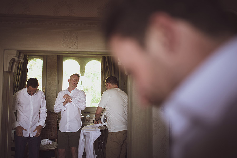 Villa le fontanelle wedding,Men's preparations. . Wedding photographer Florence. Andrea Corsi italian wedding photographer