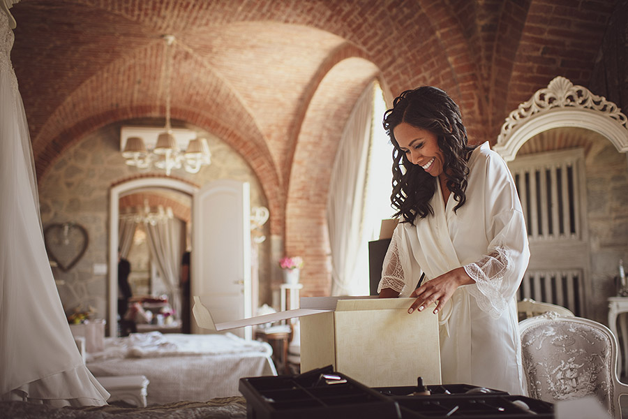 Bride in dressing gown is smiling. Villa le Fontanelle wedding. Andrea Corsi photographer