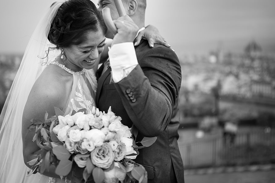 intimate wedding in Florence, Tuscany. Candid wedding photographer